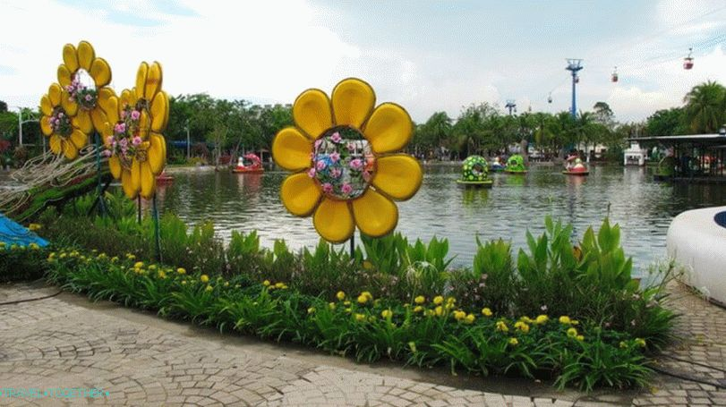 Dream World Amusement Park in Bangkok