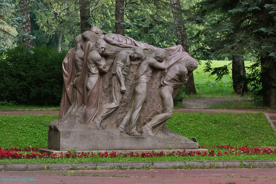 A peculiar monument to Lenin