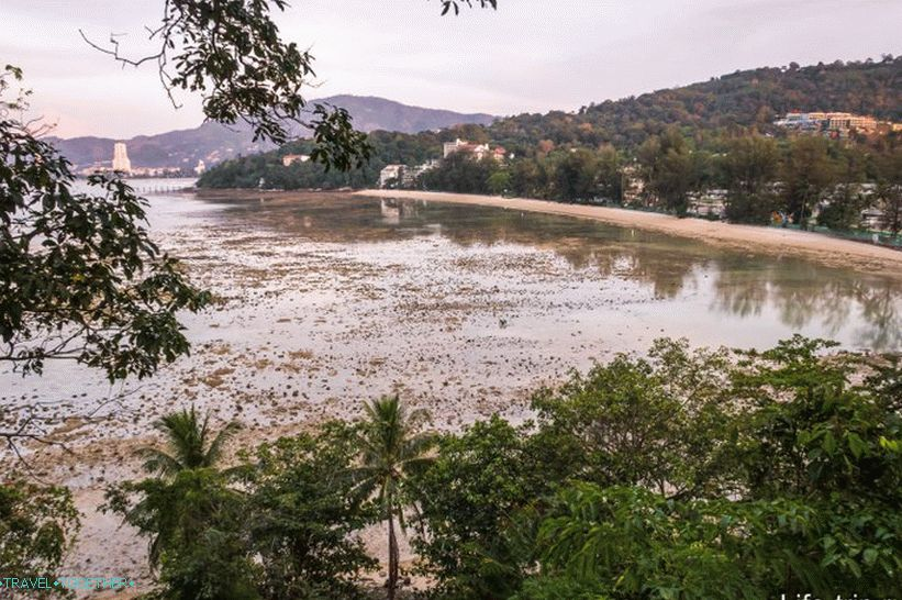 Tri Trang beach at low tide is not at all private
