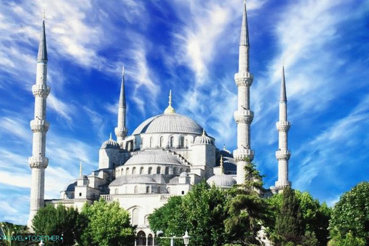 Weather in Istanbul in November - the Blue Mosque