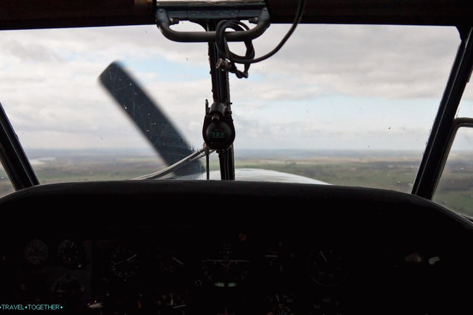 At short shutter speeds, the propeller doesn't seem to move.