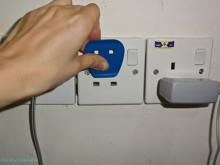 Insert the adapter upside down in the outlet