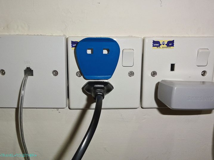 Freely insert the plug into the outlet
