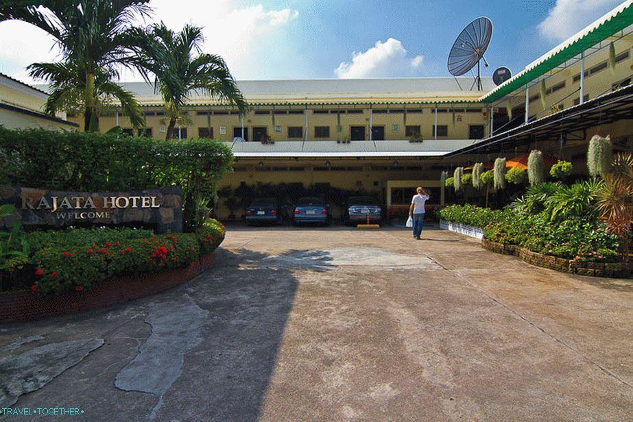 nedorogoj_otel_v_bangkoke_v_rajone_kaosan_rajata_hotel_lt