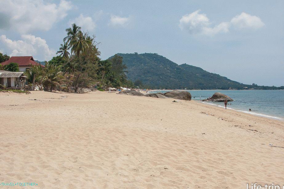 plyazh_lamai_lamai_beach_yuzhnaya_chast_pustinnaya_i_nemnogolyudnaya_lt